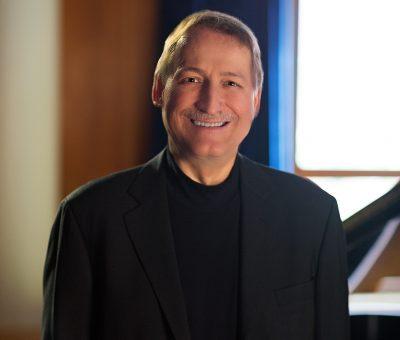 Headshot of piano faculty Douglas Humpherys