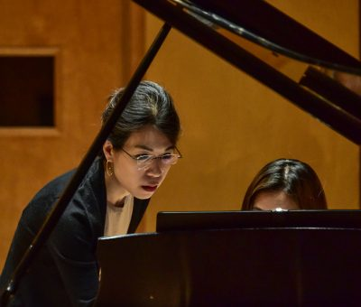 Pei Shan instructing student in her collaborative piano masterclass